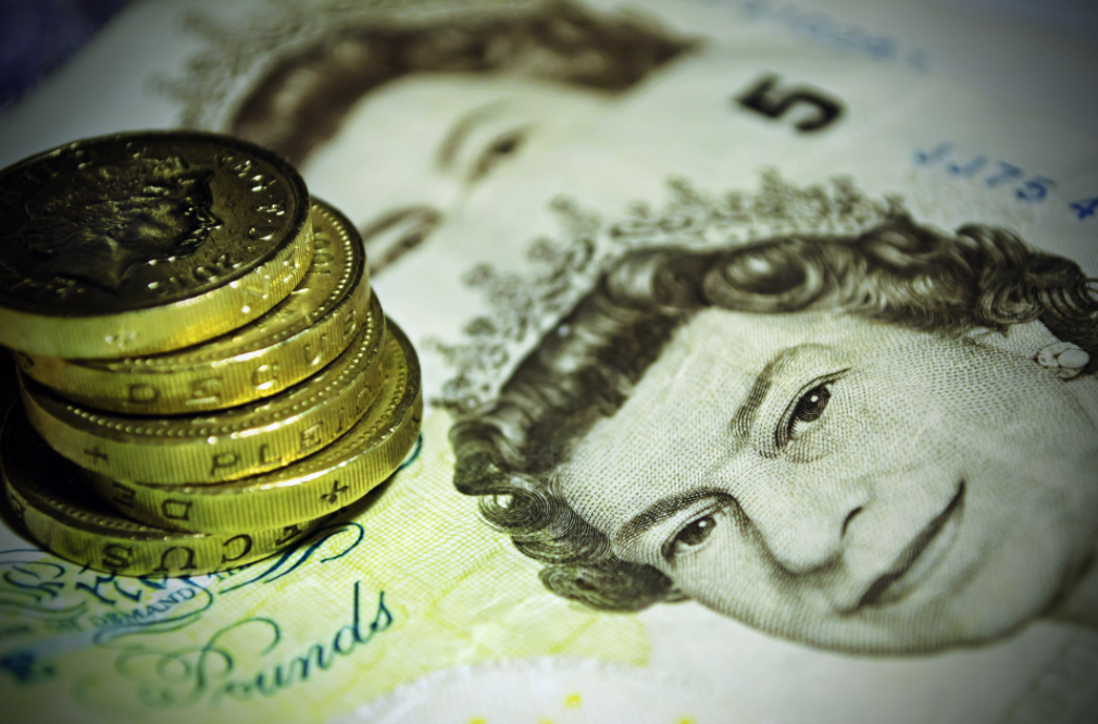 Cash ISA rates fall to record low