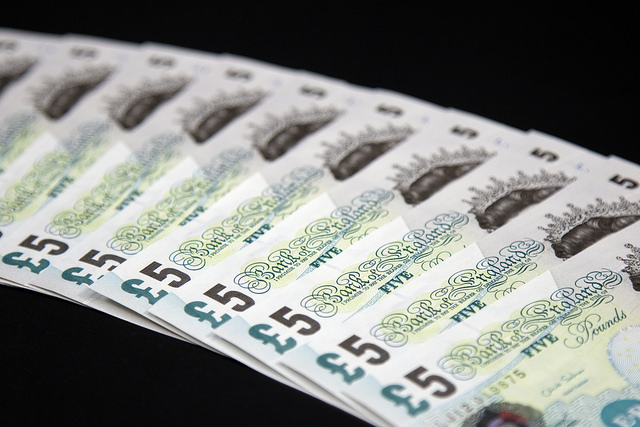 Paper £5 note ceases to be legal tender from 5th May